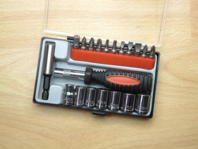 20 Piece Screwdriver and Socket Set