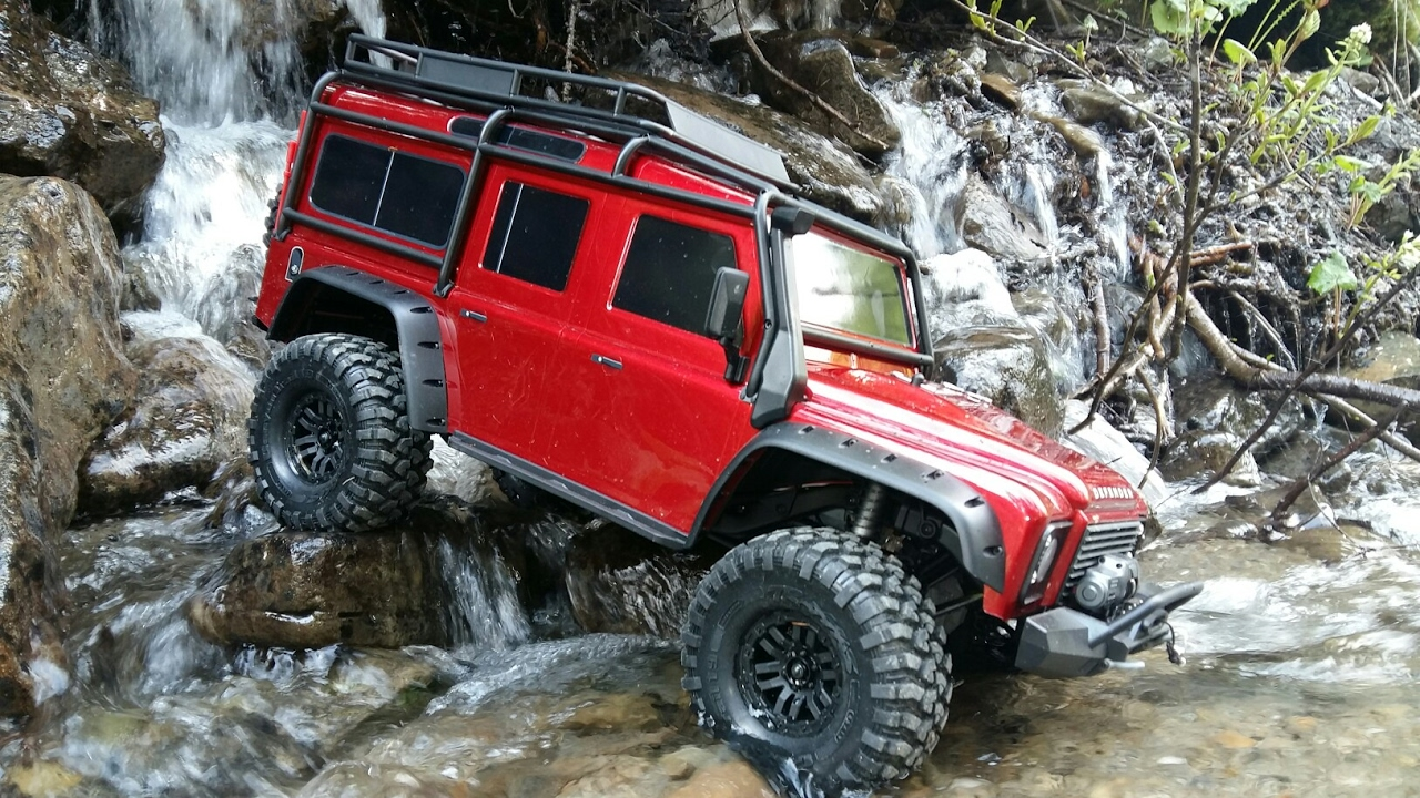 Traxxas TRX-4 Land Rover Defender 110 (Red)